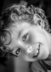Portrait en noir et blanc (phonia20) Tags: noiretblanc blackandwhite enfant child sourire regard yeux smile eyes people pentax k5 pentaxart ngc thank you