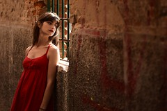 Rosso Tiziano (Be ppe) Tags: red rosso woman donna girl modella mazzarolo street life venice nikon mood people spring light today portrait colors