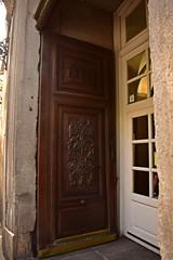 Portal de medicina de San Carlos. Calle Atocha. Madrid (Carlos Viñas-Valle) Tags: atocha medicina sancarlos portal