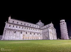 Torre inclinada y Catedral en Pisa (Italia) (M. Ángeles Cuenca) Tags: pisa italia catedral de nocturna plaza del duomo torre inclinada