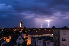 Gewitter (zacken200) Tags: gewitter thunderstorm blitz lightning nature city town urban church grosgerau wolken clouds himmel sky blau blue licht light citycape house architecture nikon d3300 sturm storm night nacht dark germany deutschland flash outdoor zwei two doppel double juli july 2017 rhein rhine nord balkon regen rain wasser water wet nass feucht
