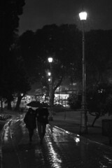 (Claudio Blanc) Tags: street streetphotography fotografíacallejera fotografianocturna buenosaires bw bn blackandwhite blancoynegro argentina rain lluvia umbrella night noche nocturna