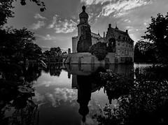 Burg Gemen BW Edition (st.weber71) Tags: burggemen schwarzweis blackandwhite nikon spiegelung wasserspiegelung wolken schlos burg himmel nrw germany deutschland wasser