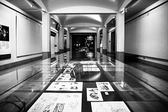 Looking for Caravaggio (louys:) Tags: sny sonya7 voigtlander voigtlandercolorskopar21mmf4 wideangle primelens manualfocus reflection art caravaggio scottishnationalgallery interior