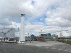 Aberdeen Harbour Light, Sinclair Road, Torry, Aberdeen, July 2017 (allanmaciver) Tags: aberdeen harbour light lighthouse 1842 drums working central sinclair road torry city industrial patience allanmaciver