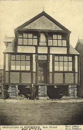 Moving the new Bridge Inn (now Bridge House), London Road – 1914