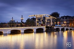 Magere Brug (Fabien Georget (fg photographe)) Tags: pont bridge magerebrug pontmaigre light longexposure landscape paysage sky ayezloeil beautifulearth bigfave canoneos600d canon elitephotography elmundopormontera eos fabiengeorget fabien fgphotographe flickr flickrdepot flickrunited georget geotagged flickunited longue mordudephoto nature paysages perfectphotograph perfectpictures wondersofnature wonders supershot supershotaward theworldthroughmyeyes shot poselongue photography photo greatphotographer french touch houses bluehour slowshuttebridgemagere brugpont maigre blue hour heure bleue amsterdam eau waterfall waterscape