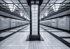 Not as old as it looks (katrin glaesmann) Tags: berlin tube station paracelsusbad architecture u8 bvg 1987 rainergrümmler platform monochrome blackandwhite people street streetphotography reinickendorf