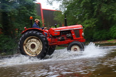IMG_0432 (Yorkshire Pics) Tags: 1006 10062017 10thjune 10thjune2017 newbyhalltractorfestival ripon marchofthetractors marchofthetractors2017 ford fordcrossing river rivercrossing tractor tractors farmingequipment farmmachinery agriculture yorkshire northyorkshire