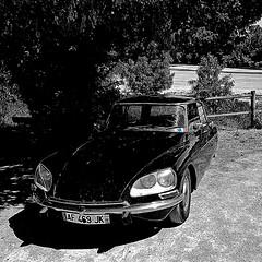 Citroën DS (pom.angers) Tags: samsunggalaxys7 samsungsmg930f saintegemmessurloire angers 49 maineetloire paysdelaloire france europeanunion ds citroën car 2017 june vintagecar citroënds ds21 loire beach 100 150 5000