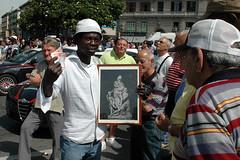 Napoli_Aziz_20090610 (15) (olivo.scibelli) Tags: fotografie napoli – ragazzo africano statua garibaldi testa disturbi psichici immigrati aziz avventura finita tragicamente rimpatriato paese