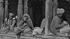 """NEPAL, Pashupatinath, Zu den Hindutempeln und Verbrennungsstätten,  Eine fremde Welt, serie ,  16323/8633 (roba66) Tags: blackwhite bw sw branco negro blackandwhite blancoenero blancoynegro monochrome byn bretoebranco einfarbig schwarzweis roba66 reisen travel explore voyages visit urlaub nepal asien asia südasien kathmandu pashupatinath """"pashu pati nath"""" """"pashupati """"herr alles lebendigen"""" tempelstätte hinduismus shivaiten tempel verehrungsstätte shiva tradition religion menschen people leute frau woman portrait lady portraiture"""