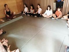 Día 6 . Sesión de yoga para relajar cuerpo y mente