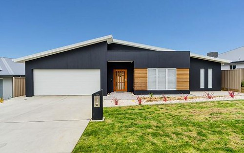 13 Mullagh Crescent, Boorooma NSW 2650