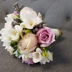 Such a fantastic combination of colours and flowers for this stunning wedding #parsleyandsage #bridalbouquet #bridesmaidflowers #weddingflowers (parsleyandsage11) Tags: bridalbouquet bridesmaidflowers weddingflowers parsleyandsage