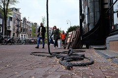 A great act (drager meurtant) Tags: rope appearance dragermeurtant sidewalk people amsterdam