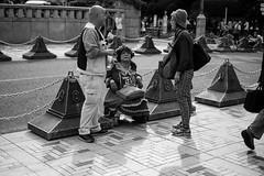 Everyday People (Jesús Simeón) Tags: japón kyoto yoyogikoen yoyogipark shibuyaku tōkyōto blackandwhite blackwhite monochrome streetphotography