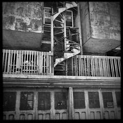 Les ruelles sont toujours surprenantes... (woltarise) Tags: shed hangar escalier boismétal rouille garage ruelle plateau montréal