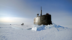 VIDEO: helicóptero ruso halla un submarino nuclear de EE.UU. dañado atrapado en el hielo del Ártico (vgcouso) Tags: accidente artico eeuu
