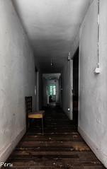 Pasillo (Perurena) Tags: pasillo corredor casa house abandono decay sucuiedad dirty silla chair asiento luz light sombra shadow urbex urbanexplore