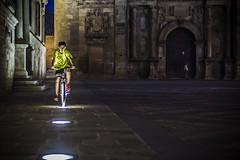Un ciclista en la plaza Vázquez de Molina (Ignacio M. Jiménez) Tags: plazavazquezdemolina elsalvador luces lights nocturna night ignaciomjiménez gente people ubeda jaen andalucia andalusia españa spain proyecto200desconocidos wow ciclista cyclist