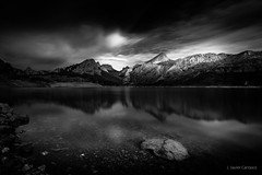 Satélite (AvideCai) Tags: avidecai sigma1020 paisaje bn blancoynegro cielo nubes montaña reflejos riaño largaexposición filtro