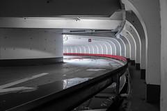 Courbe rouge (pi3rreo) Tags: urbain urban city ville extérieur selective colors couleurs fujifilm fujinon xe2 red rouge parking park noisy arcades architecture light lumière noiretblanc contraste contrejour