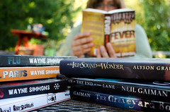 Day 132 of Year 8- Story time! (Pahz) Tags: 365days selfportrait year8 wh wah werehere books athomewithbooks neilgaiman waynesimmons alysongrauer bokeh dof