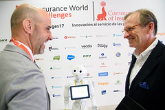 IWC'17: Bienvenida con Pepper (everis Next) (Community Of Insurance) Tags: insurance challenges innovtalent innovación communityofinsurance pepper everis netx madrid