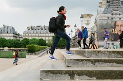France 2017 - Pro 400H 13 ([Katsumi]) Tags: travel travelphotography paris europe france nikonfe nikkor50mmf14 fujicolorpro400h filmisnotdead woman girl jardindestuileries garden park