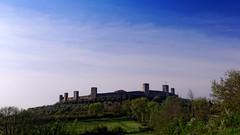 Chiantishire 2 (pagati) Tags: collina castello mura torri panorama toscana monteriggioni chianti siena primavera italia