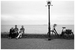 Urk, Ufer (Christoph Schrief) Tags: holland netherlands urk ijsselmeer leicam2 zeisscbiogon2835 agfaapx100new rodinal 20° 10min plustekopticfilm7600 vuescan selfdeveloped film analog bw sw