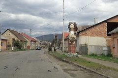 Вели́кий Бере́зний 2 (8pl) Tags: вели́кийбере́зний ukraine transcarpatie statue route village printemps maisons voitures bord trottoir nuages poteaux lampadaires