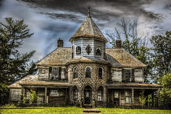 On the way in the South (Klaus Ficker --Landscape and Nature Photographer--) Tags: oldbuilding oldhouse old mansion mature milf hauntedhouse northcarolina kentuckyphotography klausficker canon eos5dmarkiv