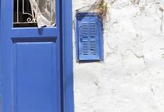 ♫ ♬ ♪ ♩ ♭ ♪ still got the Blues ♫ ♬ ♪ ♩ ♭ ♪ (maria xenou ( on/OFF )) Tags: bluewhite abandoned εγκαταλειμμένο verlassen haus house οικια μπλελευκο blauweis details