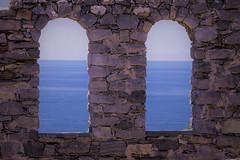 Occhi sul mare (Ele.sal) Tags: mare acqua cielo sky azzurro arco due finestre onde pietre luce occhi