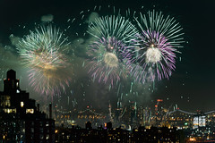 4th of July 2017 Macy's Fireworks-86 (Diacritical) Tags: brooklyn nycmacys nikond4 pattern 70200mmf28 30secatf71 july42017 85208pm f71 195mm 4thofjuly fireworks macysfireworks nyc night skyline