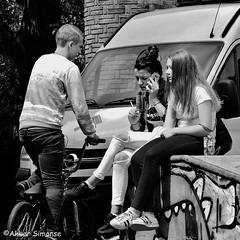 Two girls and a boy (Akbar Simonse) Tags: denhaag thehague agga holland netherlands nederland sgravenhage lahaye girls boy people candid phone streetphotography streetshot straatfotografie straatfoto zwartwit bw blancoynegro bn monochrome vierkant square akbarsimonse bicycle fiets