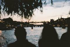 Pont des arts (Louis Richard photography) Tags: pentax k1000 smc 50mm 12 portra 400 lab processus sp3000 fil grainy sunset paris france french seine