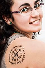 Não perca o Norte... (Centim) Tags: dermopigmentação epiderme tatuagem tattoo bh belohorizonte minasgerais mg brasil br cidade estado país sudeste capital continentesulamericano américadosul foto fotografia nikon d90 mulher moça serhumano gente pessoa