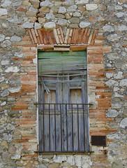 CRESPIÀ - FINESTRA (Joan Biarnés) Tags: crespià 224 panasonicfz1000 pladelestany girona catalunya finestra ventana