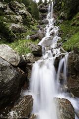 Una de las cascadas de los Llanos de Lalarri (Fotografias Unai Larraya) Tags: llanosdelalarri lospirineos paisajes largaexposición río cascadas ngc valledeordesa