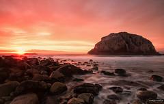 Atardecer (rockdrigomunoz) Tags: atardecer colores playa mar naturaleza paisajes rocas naranjo landscape largaexposicion