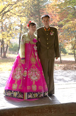 Bride and groom in Kaesong (Frühtau) Tags: dprk north korea korean couple marriage groom bride celebration tradition traditional clothes fashion people leute daily life scene temple autumn asia asian east nordkorea sight view design building 평양 capital democratic peoples republic 平壤直轄市 scenery 朝鲜 朝鮮 cháoxiān 地 outdoor корея северная كوريا الشمالية 北朝鮮 corea del norte corée du nord coreia do coréia เกาหลีเหนือ βόρεια