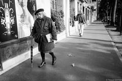 Fatigue (Maestr!0_0!) Tags: noir blanc black white rue street people candid fuji xpro 1