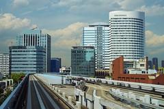 Tokyo (Odaiba) - métro Yurikamome 4 (luco*) Tags: japon japan tokyo odaiba métro subway yurikamome buikdings édifices