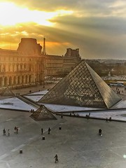 Louvre  - Paris - France  ~   I.M. Pei's glass pyramid in 1989 ~ Courtyard (Onasill ~ Bill Badzo) Tags: the louvre museum historic monument building architecture pyramid glass triangle chinese american i m pei architect courtyard clouds sky city paris france landmark history largest onasill seine river mustsee travel tourist french central sun rays sunset
