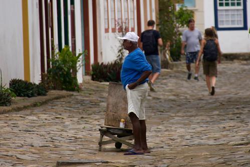 brazil-paraty-street-scene-copyright-pura-aventura-thomas-power