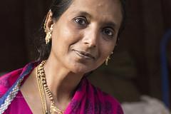 PORTRAIT DE FEMME AU MARCHÉ DE BADAMI. (pierre.arnoldi) Tags: in india badami karnataka pierrearnoldi marché portraitdefemme photooriginale photoderue photodevoyage photocouleur