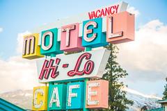 Hi-Lo Motel (Thomas Hawk) Tags: america california hilocafe hilomotel northerncalifornia siskiyoucounty usa unitedstates unitedstatesofamerica weed motel neon neonsign us fav10 fav25 fav50